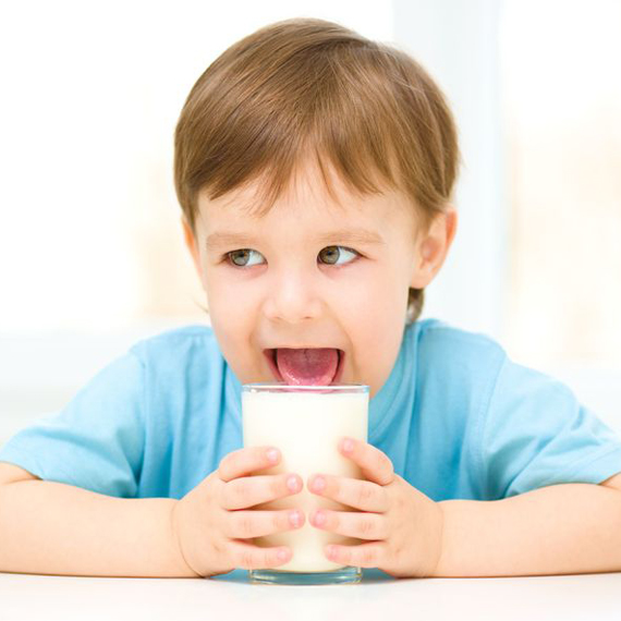 bambino_latte lingua_570