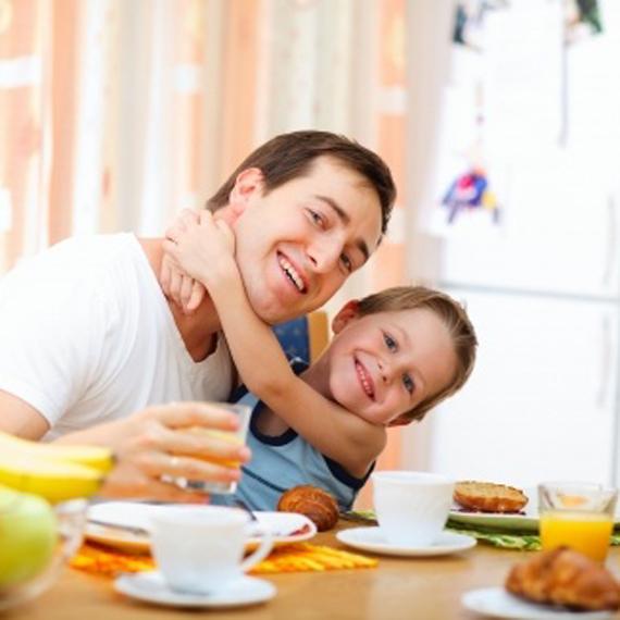 padre_figlio_colazione