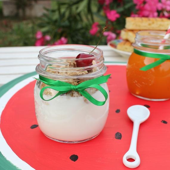 yogurt con vassoio-colazione estiva_rid