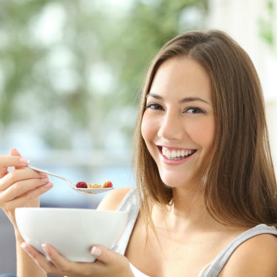 colazione_donna-sorridente